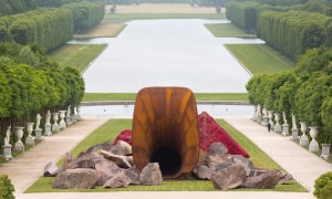 anish kapoor dirty corner in Versailles